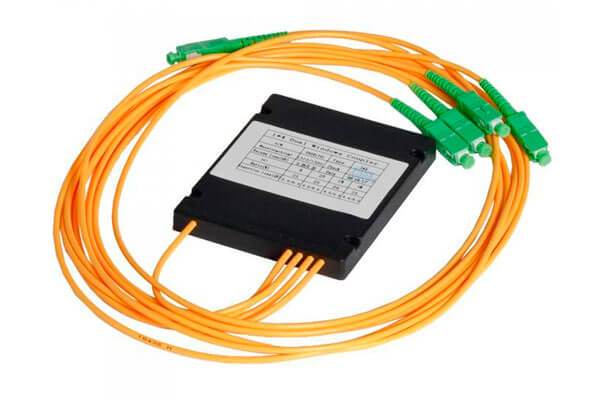 разветвитель сплавной 1х4 оконцованый SC/APC 9/125 вывод 1.0м буфер 3.0мм 1310/1550