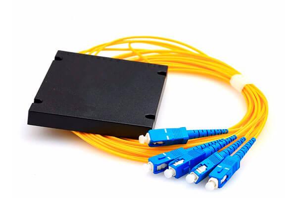 Разветвитель сплавной 1х4 оконцованый LC/APC 9/125 вывод 1.0м буфер 3.0мм 1310/1550